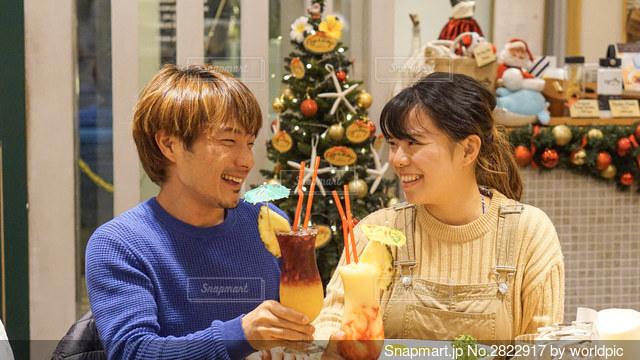クリスマスディナーで乾杯の写真・画像素材[2822917]