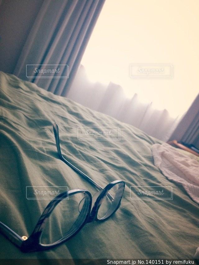 憂鬱,ベッド,だるい,メガネ