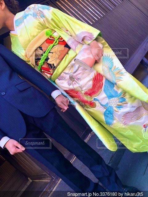 振り袖とスーツの写真・画像素材[3376180]
