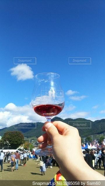 青空とワインの写真・画像素材[3285058]