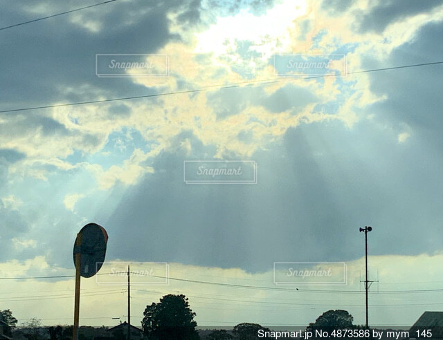 空の雲の群の写真・画像素材[4873586]