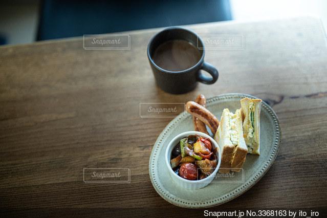 ある日の朝ごはん。サンドイッチ トマト煮込みの写真・画像素材[3368163]