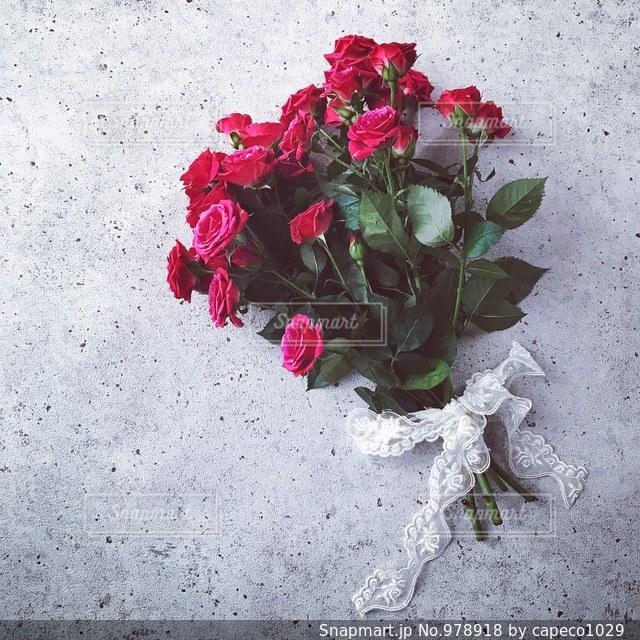 花瓶の花束の写真・画像素材[978918]