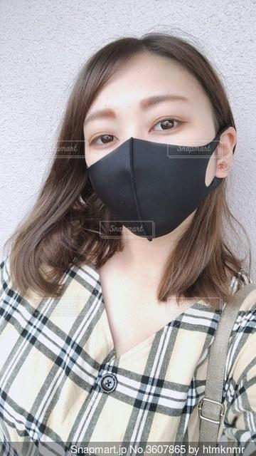 黒マスクの女性の写真・画像素材[3607865]