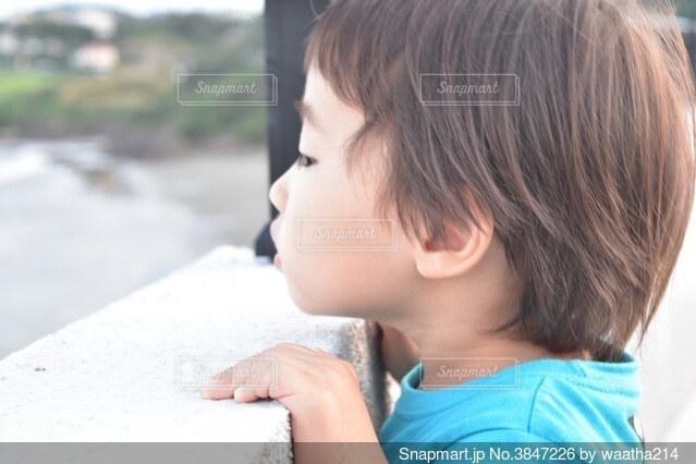 男の子の横顔の写真・画像素材[3847226]