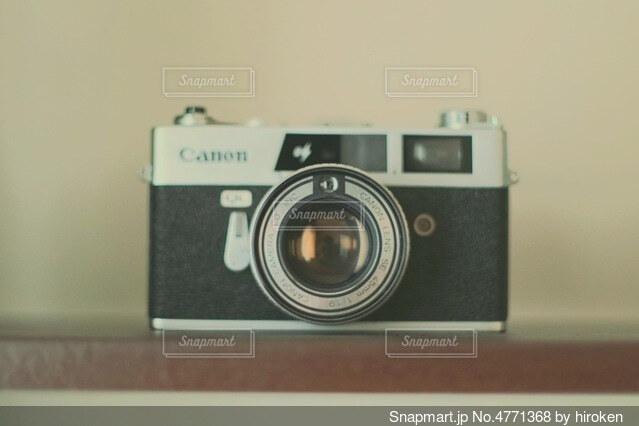 インテリア用のフィルムカメラの写真・画像素材[4771368]