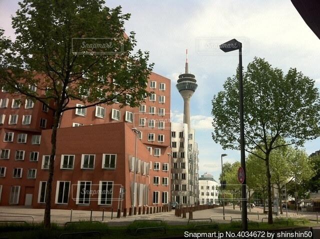 ドイツのラインタワーとアートビルディングの写真・画像素材[4034672]