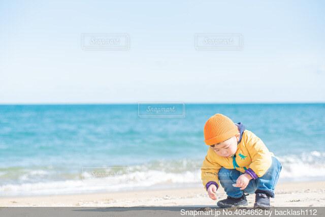 浜辺の子供の写真・画像素材[4054652]