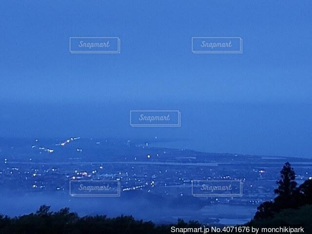 霧の街の写真・画像素材[4071676]