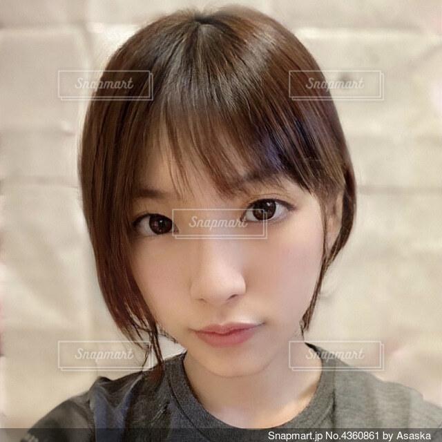 茶髪の20歳女性自撮りの写真・画像素材[4360861]