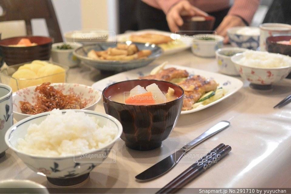 食べ物,食卓,野菜,ごはん,味噌汁,肉,米,料理写真