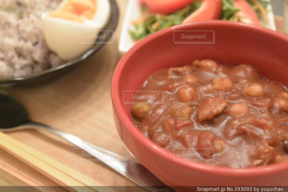 食卓,トマト,豆,カレー,スパイス
