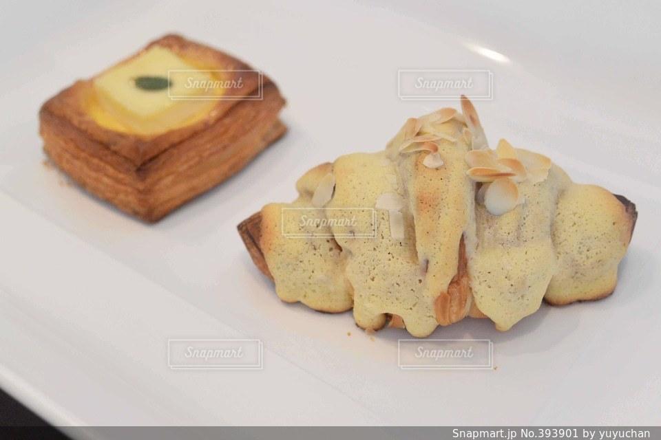 食事,ランチ,パン,夫婦,チーズ,パン屋,クロワッサン,デニッシュ,デート,アーモンド,クロワッサンダマンド,ハード系