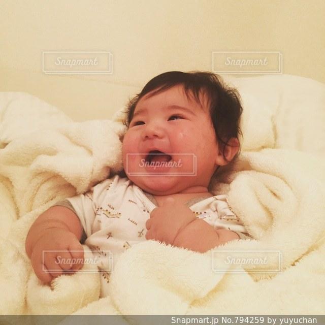 笑顔の乳児の写真・画像素材[794259]