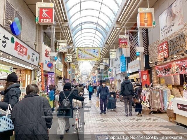 賑わう商店街商店街の写真・画像素材[4141529]