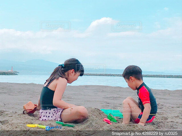 海 子供の写真・画像素材[4288229]