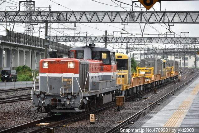 雨の日の貨物列車の写真・画像素材[4769981]
