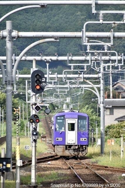 駅に到着する気動車の写真・画像素材[4769989]