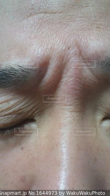 お肌の手入れが必要な中年男性の写真・画像素材[1644973]