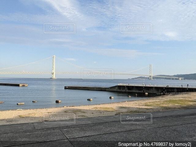 水の体に架かる橋の写真・画像素材[4769837]