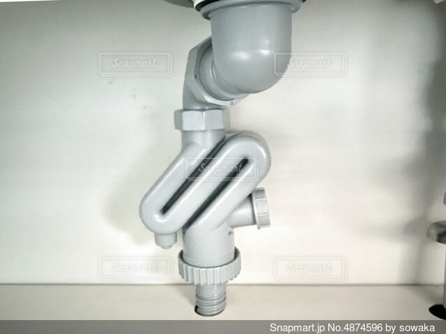 台所下の配管の写真・画像素材[4874596]