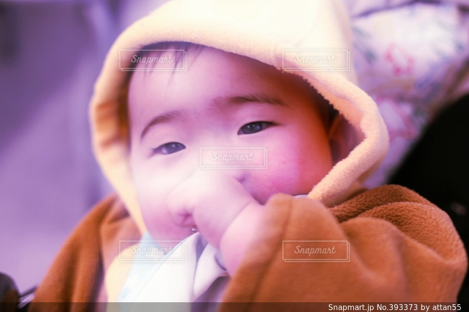 スマイル,子供,笑顔,赤ちゃん,えがお,ベビーカー,指しゃぶり,おしゃぶり,よだれかけ