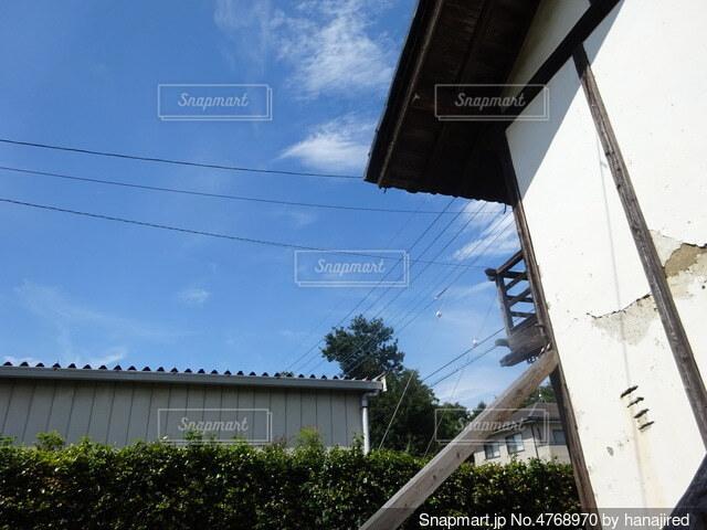物置と空の写真・画像素材[4768970]