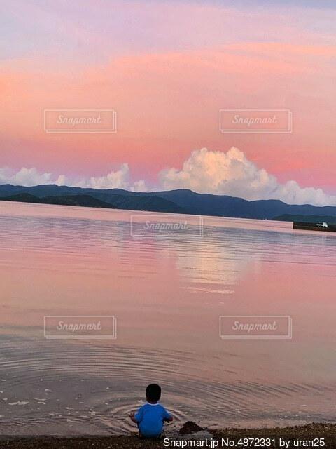 オレンジの夕焼けの写真・画像素材[4872331]