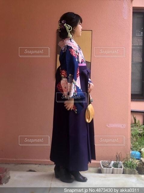 袴を着た女性の写真・画像素材[4873430]