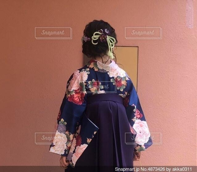 袴を着た女性の写真・画像素材[4873426]