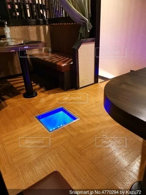 ダイニングルームのテーブルの写真・画像素材[4770294]