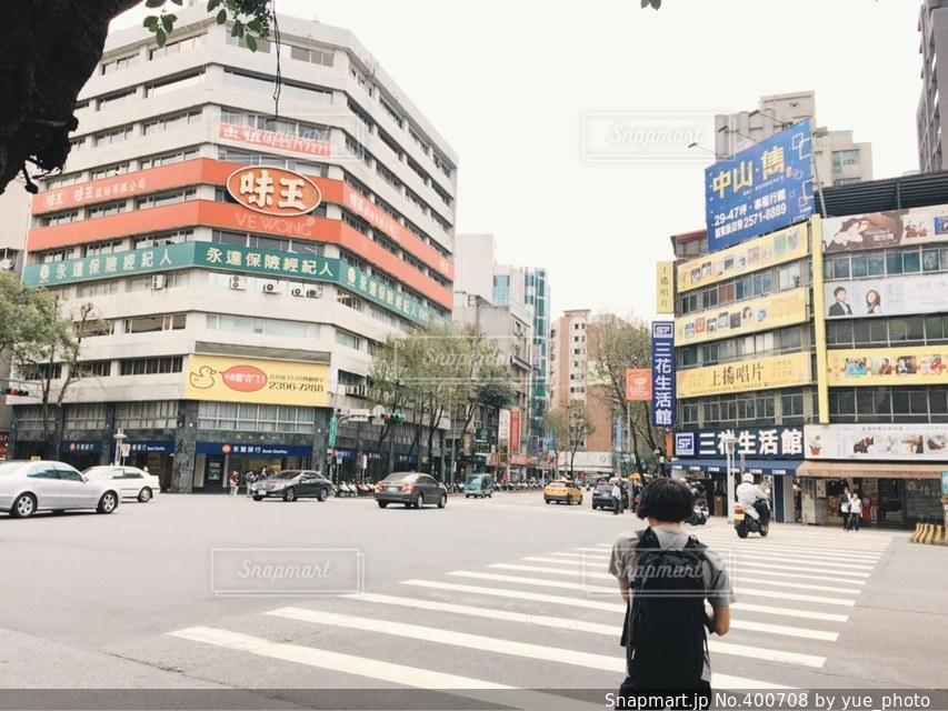 男性,街並み,海外,看板,後ろ姿,街,観光,外国,旅行,台湾,台北,漢字