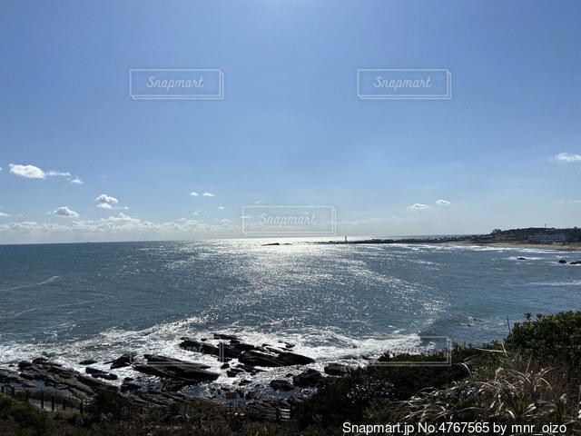 海の隣にある水の体の写真・画像素材[4767565]
