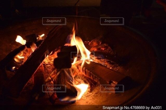 冬の薪ストーブの写真・画像素材[4768669]