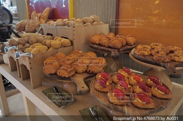 モーニングのパンの写真・画像素材[4768673]
