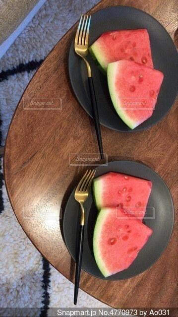 スイカとお皿の写真・画像素材[4770973]