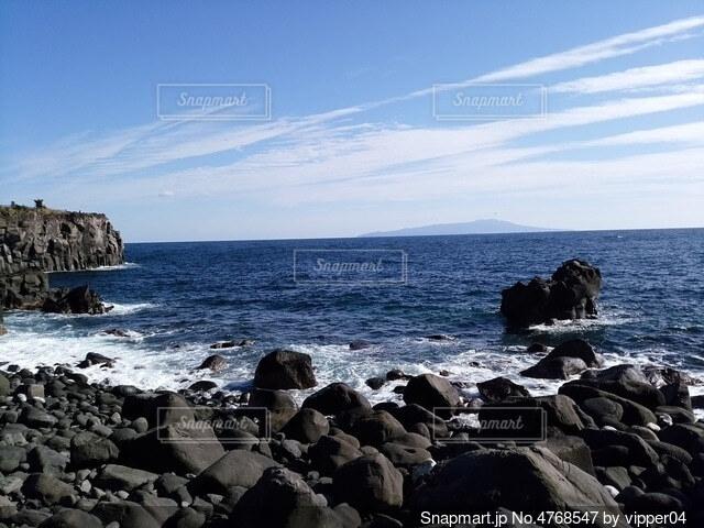 海と岩場の写真・画像素材[4768547]