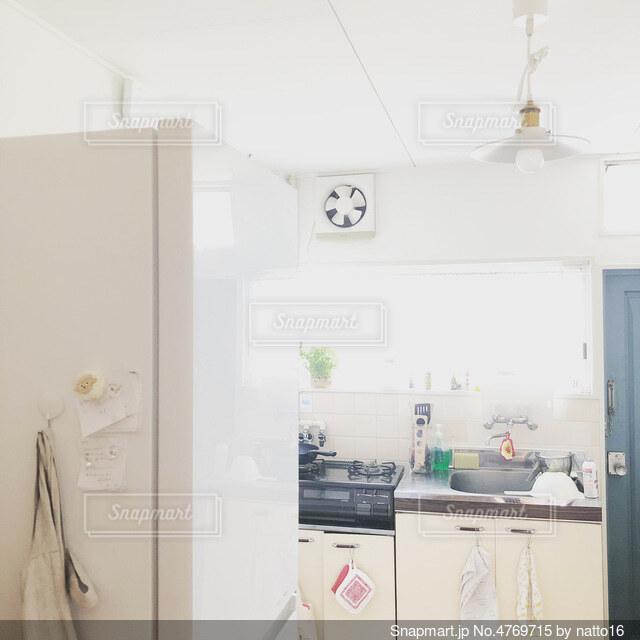 築40年のワンルームのキッチンの写真・画像素材[4769715]