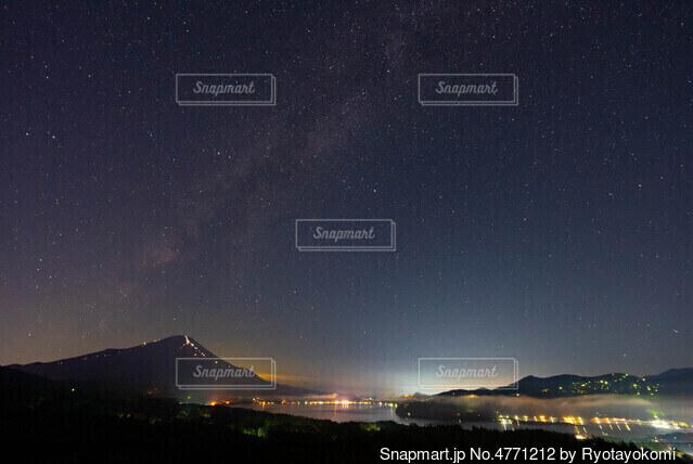 天の川のその先にの写真・画像素材[4771212]