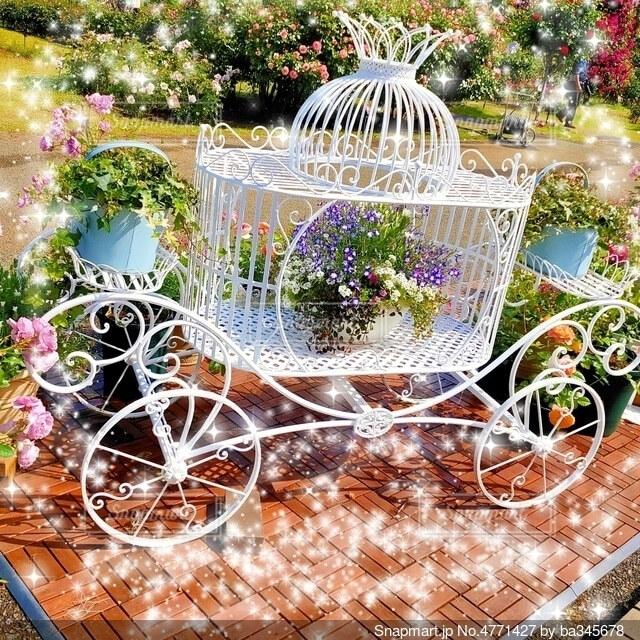 お花のオブジェの写真・画像素材[4771427]