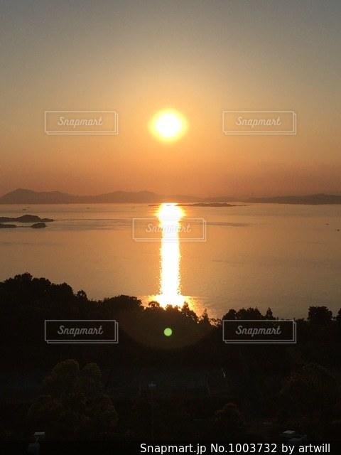 瀬戸内海に沈む夕日の写真・画像素材[1003732]