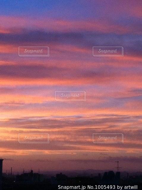 街に沈む夕日の写真・画像素材[1005493]