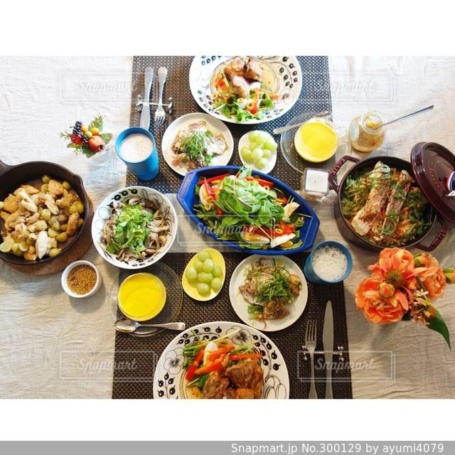 食卓の写真・画像素材[300129]