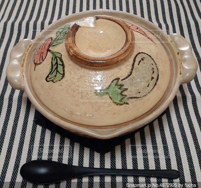 小さい土鍋の写真・画像素材[4872925]
