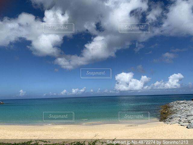 綺麗な砂浜と海の写真・画像素材[4872274]