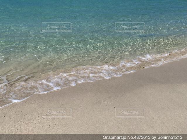 綺麗な海と砂浜の写真・画像素材[4873613]