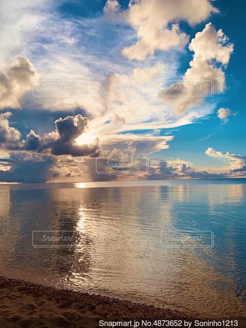 綺麗な夕暮れの写真・画像素材[4873652]