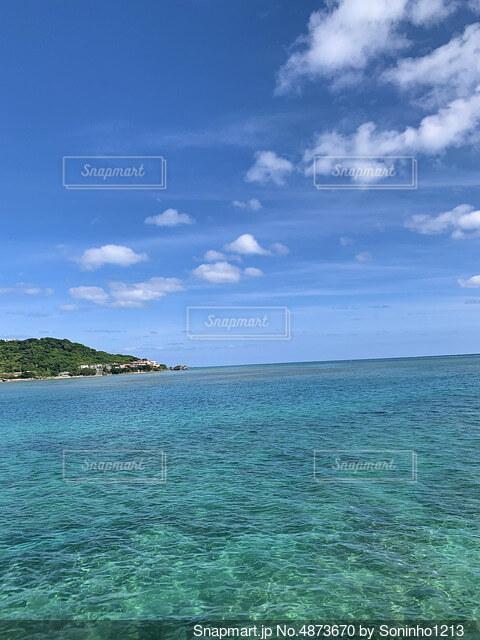 綺麗な海の写真・画像素材[4873670]
