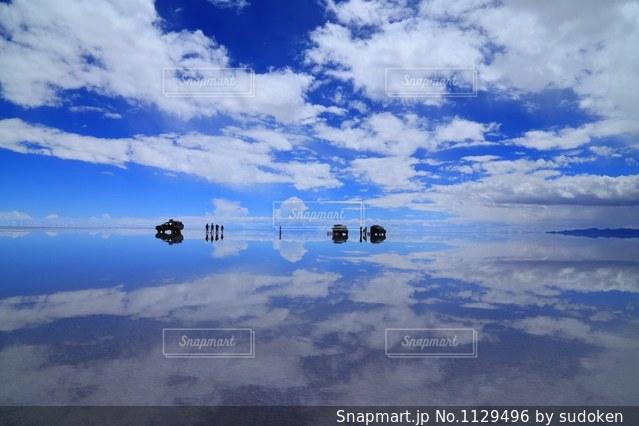 天国のようなウユニ塩湖の写真・画像素材[1129496]