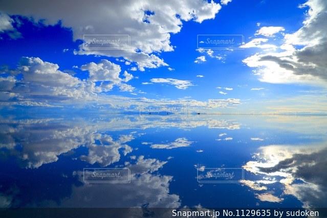 絶景のウユニ塩湖の写真・画像素材[1129635]